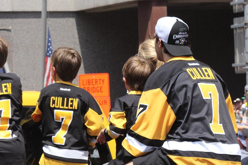 Matt Cullen enjoys the parade with his wife and three sons.