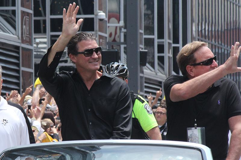 Penguins co-owners Mario Lemieux and Ron Burkle wave to the crowd.