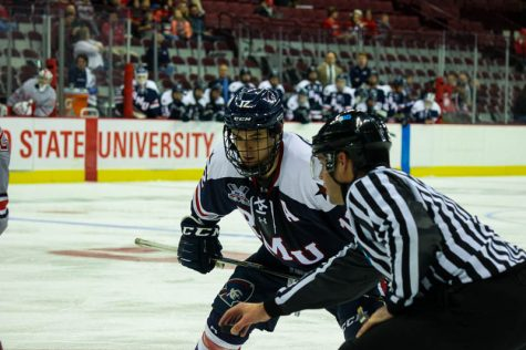 Men's hockey claims series victory over Falcons; moves on to quarterfinals