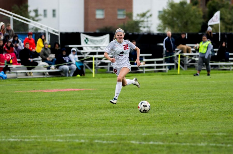 Women's soccer says goodbye to seniors with a victory