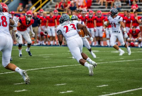 Preview: Football travels to Sacred Heart to take on the Pioneers