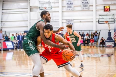 Men's basketball rebounds against Bryant