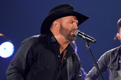 Country music icon Garth Brooks breaks attendance record for Heinz Field