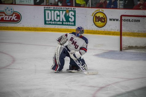 Marotte's 30 save shutout leads men's hockey to win in game 1 against Holy Cross