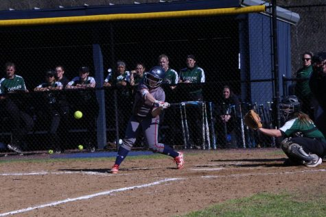 Softball splits doubleheader with Cleveland State