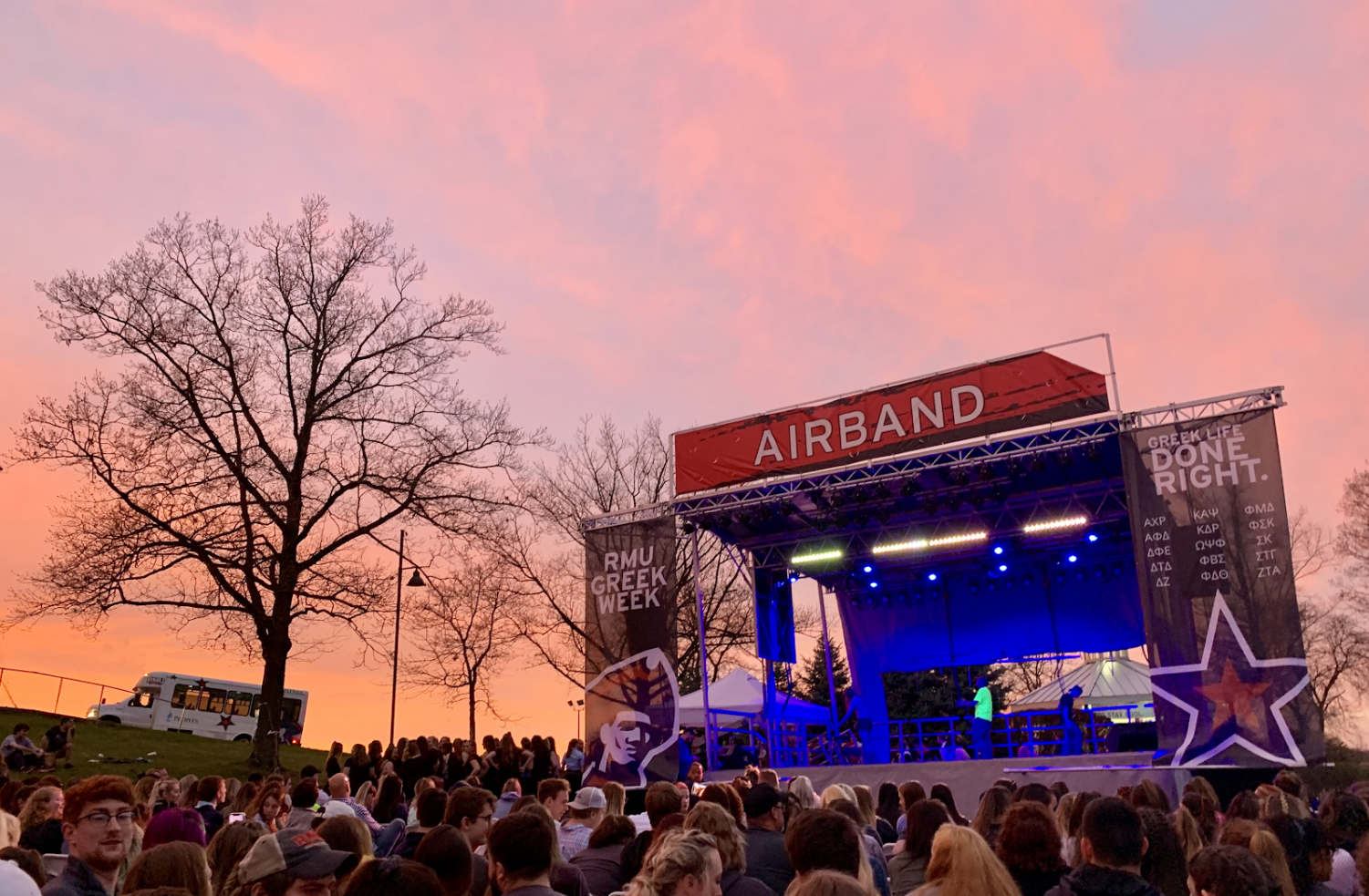 RMU+students+enjoy+a+scenic+spring+sunset+April+12%2C+2019+during+one+of+the+school%E2%80%99s+oldest+tradition%3A+Airband.+%28David+Auth%2FRMU+Sentry+Media%29