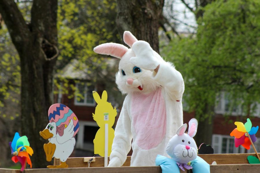 Moon Township hosts Easter Bunny Neighborhood Hop for holiday social distancing