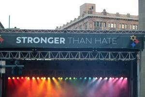 Stronger Than Hate - Kesha Performs